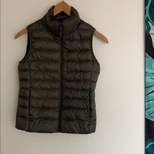 Uniqlo Ultra Light Down Puffer Vest Olive Green XS